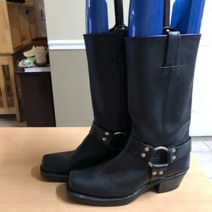 Frye Black Harness Boots 8 medium NEW